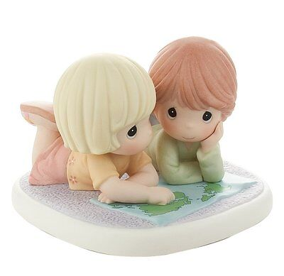 "Precious Moments "" The World Is A Better Place With Friends"" Figuine #820006"