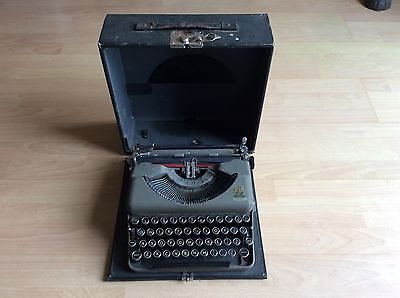 Vintage Imperial The Good Companion Model T Portable Typewriter UK Postage Only