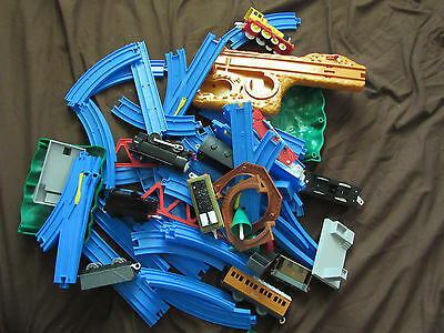 THOMAS BLUE TOMY TRACKMASTER TRACK LOT 60 + PCS Curve Straight, Tunnel and Train