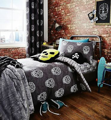Catherine Lansfield Grey Skull Reversible Duvet Set S/D And Opt Accessories