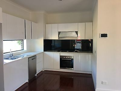 Complete Kitchen Cabinets + Polyurethane Gloss White Door No Handle Push Open
