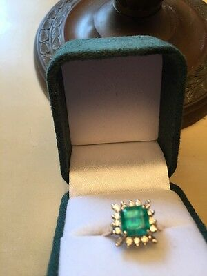 Stunning Vintage  Emerald &Diamond 18ct Gold Dress Ring Brilliant Cut Diamonds T