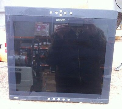 """Wacom DTF-720A LCD Tablet 17"""" With Adapter"""