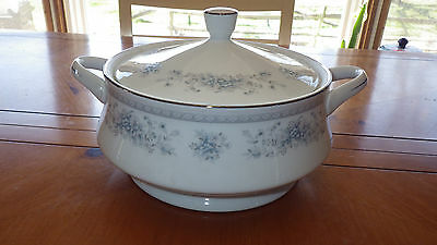 Bridal Bouquet Covered Casserole by Amerian Limoges Salem GUC