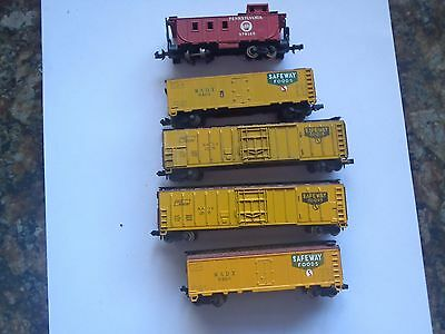 Model Trains N Scale 4 Saveway Box Cars 1 Caboose  Atlas
