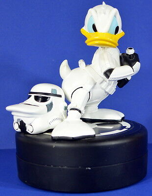 Donald Duck Stormtrooper Statue With Pin Walt Disney Star Wars Limited Edition