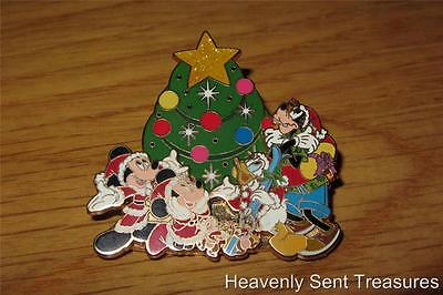 Mickey Mouse and Gang Star on Christmas Tree 2005 Official Disney Pin Disneyland