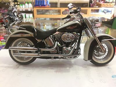 Harley davidson softail deluxe limited edition 1/10
