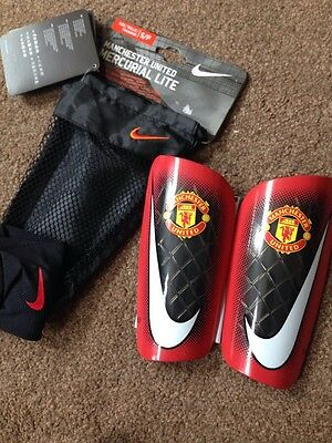 NEW Nike Kids MERCURIAL LITE Man United Shin Pads/Guards, Red Size Small.