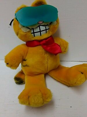 Garfield Soft Toy In Green Glasses And Red Cravat 1978 /1981