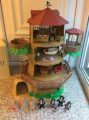 Sylvanian Families Old Oak Hollow Tree House With Furniture And Figures