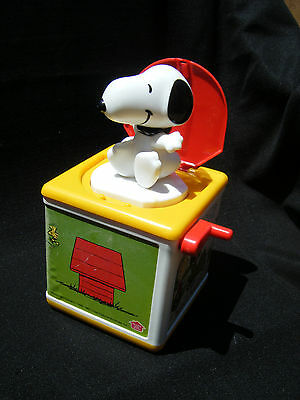 Vintage SNOOPY Jack-in-the Box 1966 Hasbro Bi-lingual French English - RARE