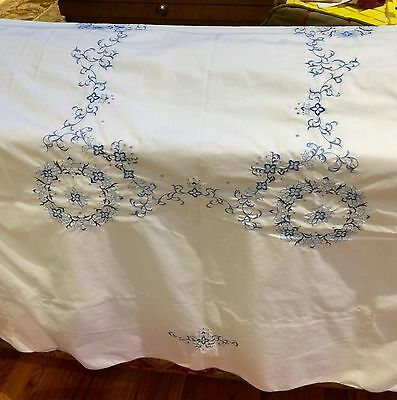 """Vintage Tablecloth 52""""x69"""" White W/Blue Embroidery & 4 Matching Napkins 16""""x17"""""""