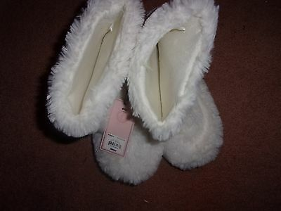 women's white fuzzy Juicy Couture slippers size M=7-8