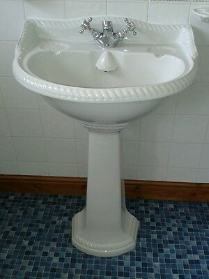 white bathroom suite CHATSWORTH ROPE EFFECT FEATURE  VERY GOOD CONDITION