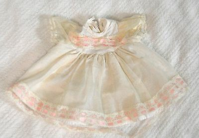 "Nice vintage White Dress for Bety Wetsy or 13""  Drink & Wet Baby Dolls 7.5"" L"