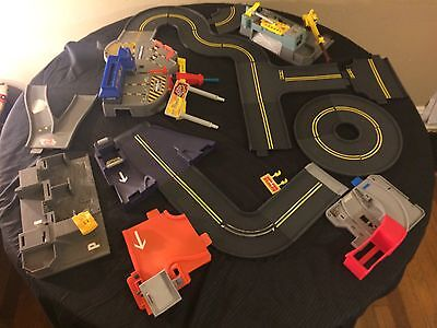 Vintage Lot Of Hot Wheels Super American Highway 30+ pc Racetrack Playsets Signs