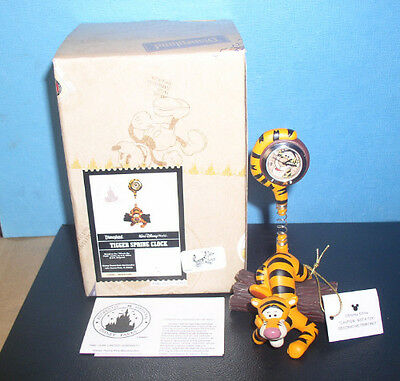 Tigger figurine Spring Clock Disneyland ordinal box