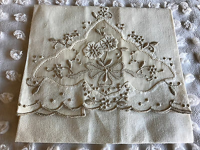 "Vintage Hand Guest Towel Madeira Embroidery Applique Ecru 11.25"" x 16.5"""