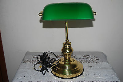 COLLECTABLE Vintage   Bankers Style Desk Lamp, Brass & Green Glass Shade ,,,