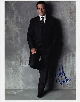 MICHAEL VARTAN ~ ALIAS - THE ARRANGEMENT ~ SIGNED 10x8 PHOTO COA