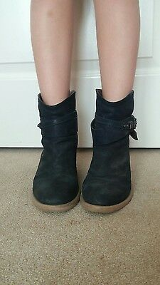 Boutique 9 leather Ankle boots in size 6 , navy blue color