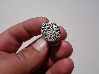 Middle Ages - Byzantine silver ring with engraved two small birds in the middle