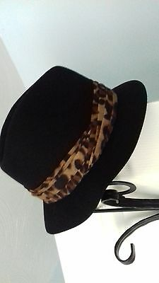 Ladies 100% black wool hat with leopard print trimming size S/M