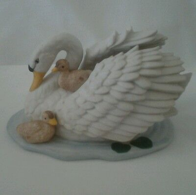 Vintage Homco Porcelain Bisque Swan W/ Baby Cygnets Figurine #1427~5""