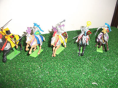 Britains Detail 5 mounted Medieval Knights 1/32 L1
