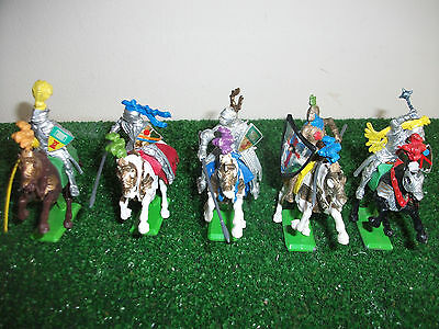 Britains Detail 5 mounted Medieval Knights 1/32 L2