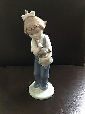 NAO Lladro Little Girl Figurine Ornament With Doll
