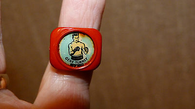 *REDUCED* RARE VINTAGE 1950s BOXER GENE TUNNEY RED GUMBALL RING BOXING PIN BADGE