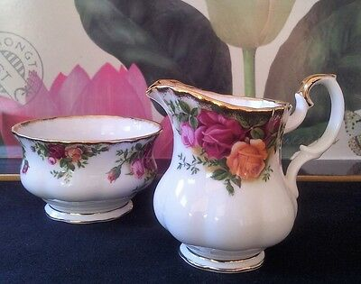 "Royal Albert ""old Country Roses"" Jug/bowl English Vintage"