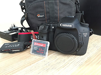Canon EOS 7D 18MP DSLR Camera - complete card reader + 32gig flash card