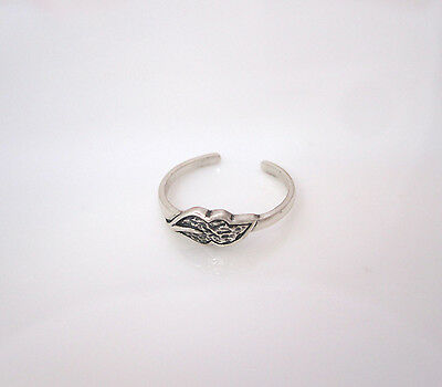 925 Sterling Silver oxidized LEAF toe ring