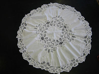Vintage cotton table cloth with hand crocheted edge and embroidery