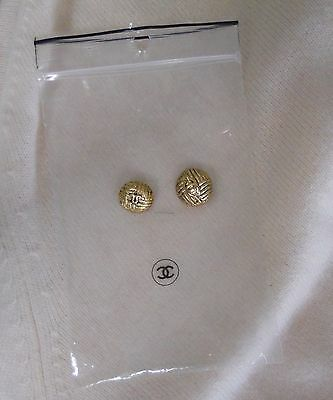 """2 CHANEL AUTHENTIC GOLD CC LOGO BUTTONS 3/4"""" w/ small plastic ziplock bag"""