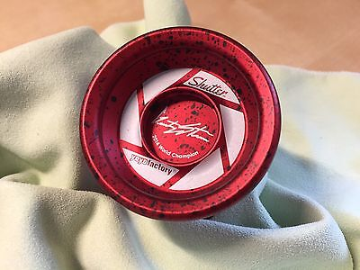 Yoyo Factory Shutter, Gentry Stein, Red/ Black Splash Limited Edition