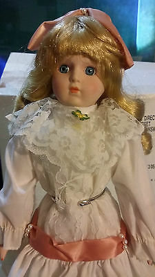 Collectible Porcelain Doll (5)
