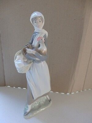 Lladro figurine, Girl with basket & chicken