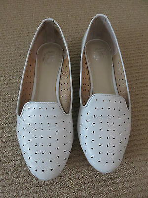 Wittner White Mini Square Laser Cut Loafers Flats Shoes Sz38 (7.5)