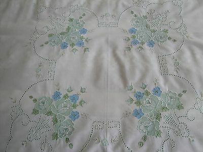 Tablecloth And 6 Napkins.  White With Pale Green And Blue Flowers.