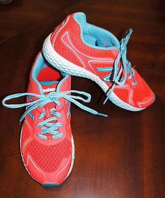 New Balance Girls Tennis Shoes Sneakers Size 2 EUC