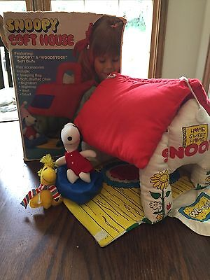 Vintage Knickerbocker Snoopy Soft House -  Clean Condition W/ Box