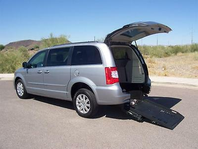 2015 Chrysler Town & Country Touring Wheelchair Handicap Mobility 2015 Chrysler Town & Country Touring Wheelchair Handicap Mobility Automatic 4-Do