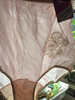 NWT VTG SUDDEN COMFORT L/7 NYLON ~ LACE - USA MADE 1960's CORAL PINK FULL PANTIE