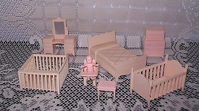 8pc VINTAGE MINIATURE PINK TONE PLASTIC BABY DOLL HOUSE FURNITURE