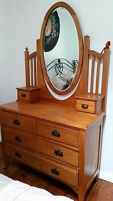 antique furniture/dressing table