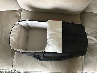Phil n Ted Cocoon Baby Carrycot